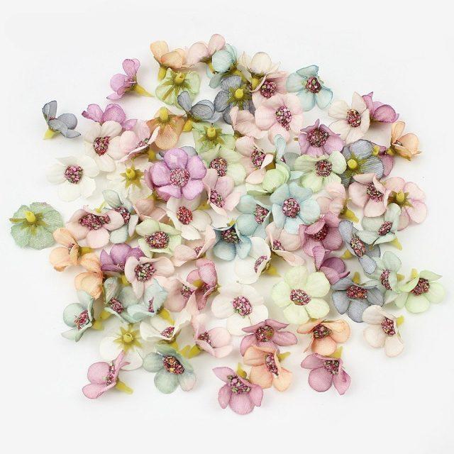 HUADODO 50 piezas 2 cm Multicolor Daisy cabezas de flores Mini seda Artificial flores corona Scrapbooking casa decoración boda